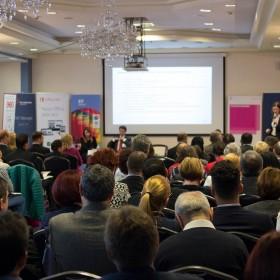 """,,Sprijiniți-ne să prevenim nefuncționarea lucrurilor și oferiți-ne informații valoroase pentru a profita de mersul economiei''. Acesta este mesajul mediului de afaceri din Sibiu transmis la Conferința Națională """"BUSINESS to more BUSINESS"""""""